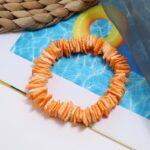 Kagyló darabokkal teli női karkötő - narancssárga